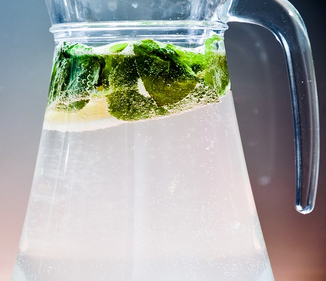 lemonade jar with lime and minth